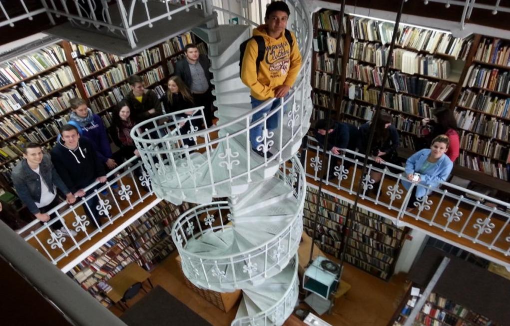 6 Bibliothek Julian