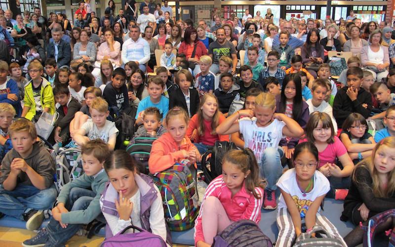 140 Mädchen und Jungen erlebten gestern ihren ersten Schultag am Bergstadt-Gymnasium Lüdenscheid (BGL). Und es war ein freundlicher Empfang für die Fünftklässler.