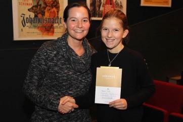 Frau Bonn-Thews gratuliert